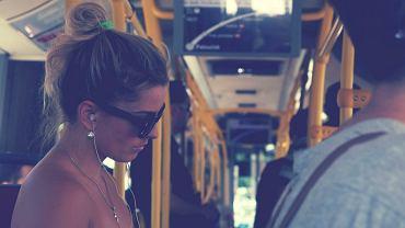 Opowieść młodej kobiety o tym, czego doświadczyła w publicznym transporcie, odbiła się szerokim echem