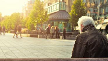 Emeryturę niższą niż minimalną pobierają już ponad 333 tysiące osób