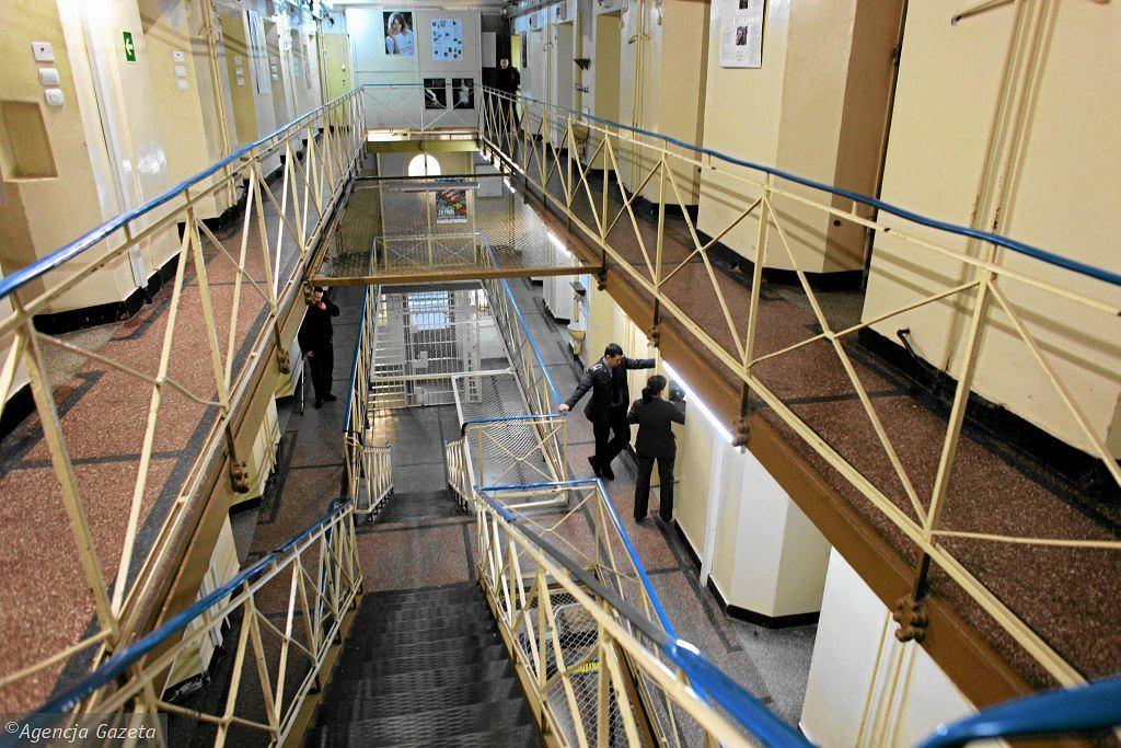 Korupcja w zakładzie karnym. Dyrektor i wicedyrektor brali łapówki od więźniów w zamian za przepustki (zdjęcie ilustracyjne)