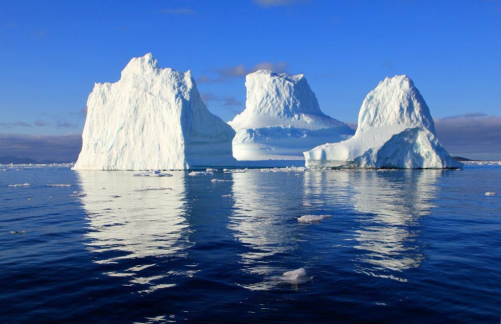 góra lodowa (zdjęcie ilustracyjne)