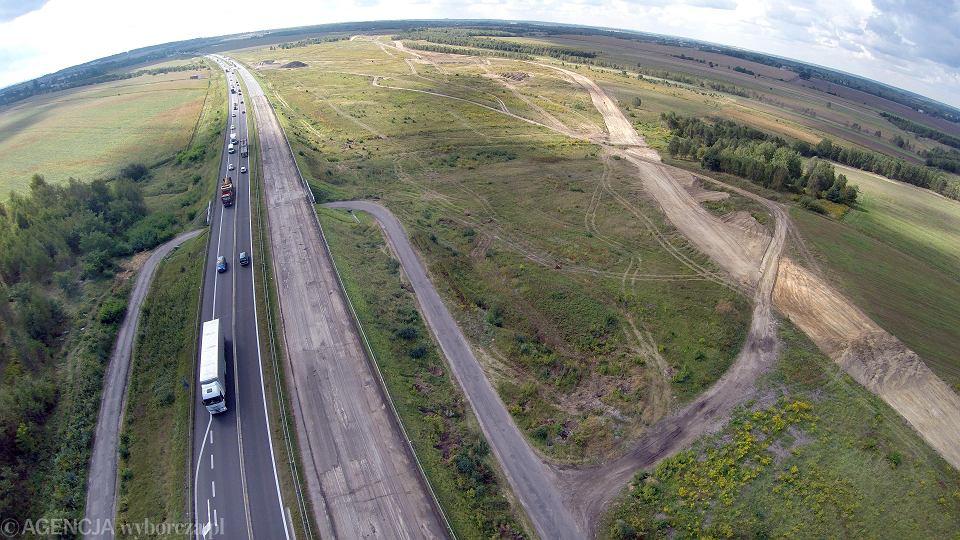 Gierkówka od północnej strony Częstochowy. Trwają już prace związane z budową obwodnicy miasta, będącej częścią autostrady A1.