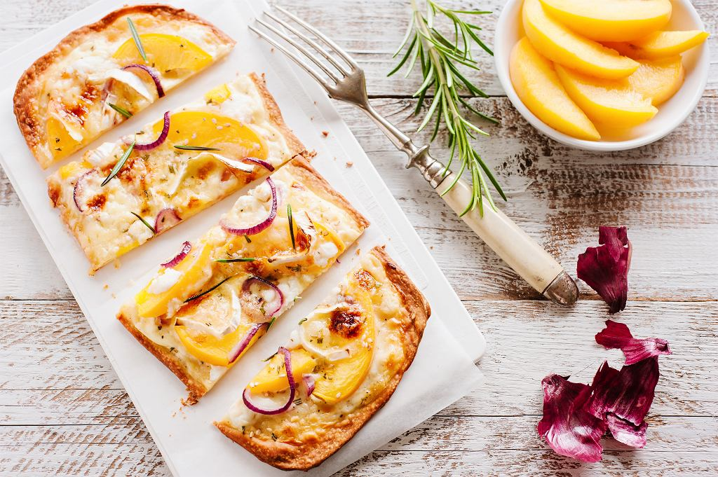 Wegetariański Flammkuchen z owocami