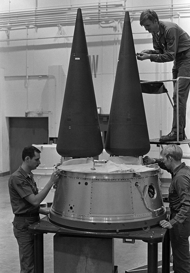 Głowice termojądrowe szykowane do zamontowania na rakiecie Minuteman III