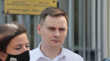 Współzałożyciel portalu Nexta Sciapan Puciła podczas konferencji przed ambasadą Białorusi po zatrzymaniu Romana Protasiewicza na lotnisku w Mińsku