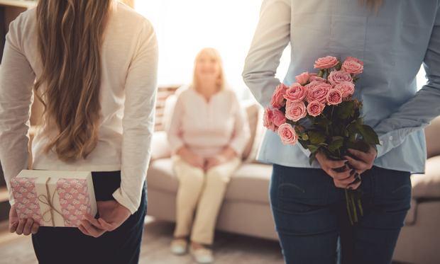 Piękne życzenia na dzień mamy. Lista wierszyków i życzeń idealnych do wpisania do laurki na Dzień Matki