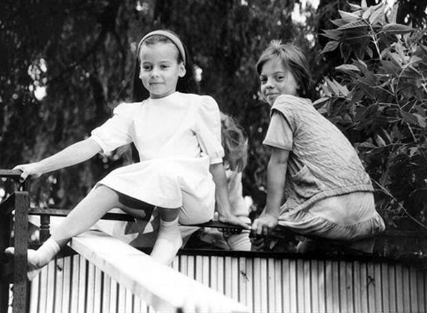 Anna Mucha i Karolina Tchorzewska. Kadr z filmu 'Przeklęta Ameryka