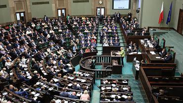 Posłowie obecnej kadencji podczas głosowania (zdjęcie ilustracyjne)