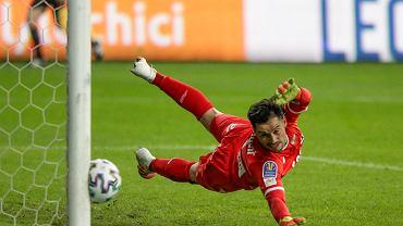 Bramkarz Lechii Zlatan Alomerović podczas meczu Lech Poznań - Lechia Gdańsk.