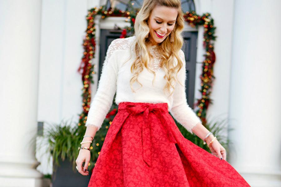 Sukienki na święta 2019. Jak ubrać się na Wigilię? Podpowiadamy!