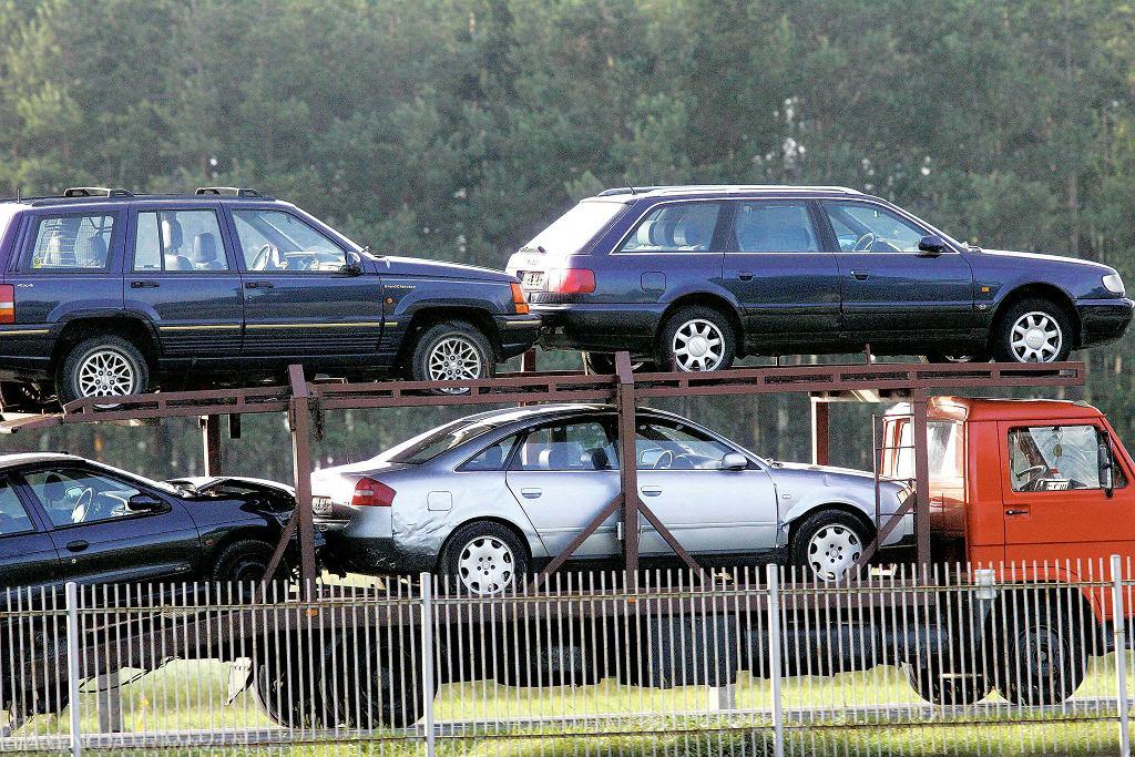 Używane samochody na lawecie.