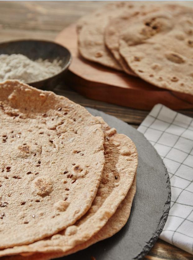 Tortilla pełnoziarnista to doskonała baza do różnych potraw