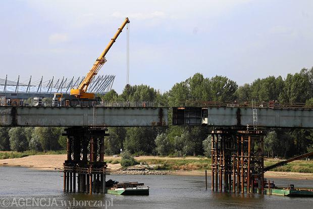 6Przesuwanie stalowej konstrukcji mostu Lazienkowskiego