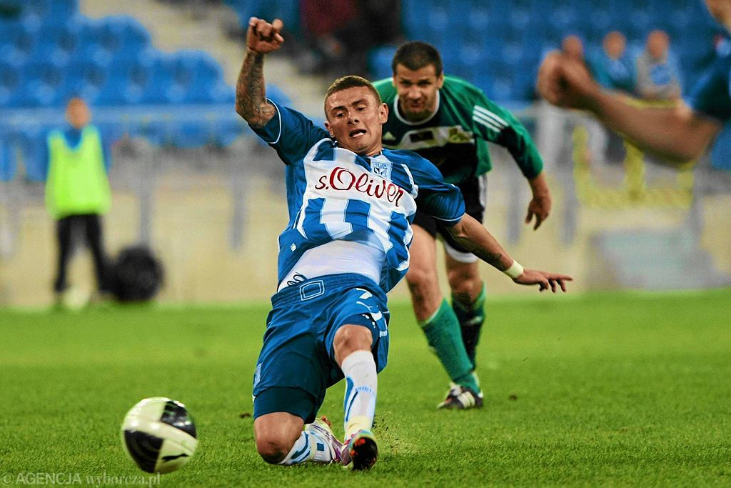 Jakub Wilk w koszulce Lecha Poznań