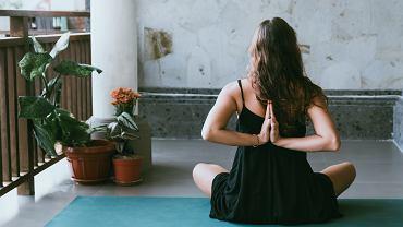 Yin Yoga pomaga obniżyć poziom stresu