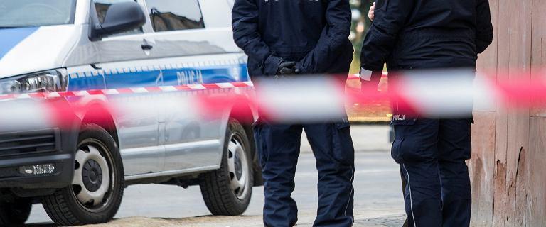 Zakrwawione ciało kobiety na schodach. Znaleziono jej martwego partnera