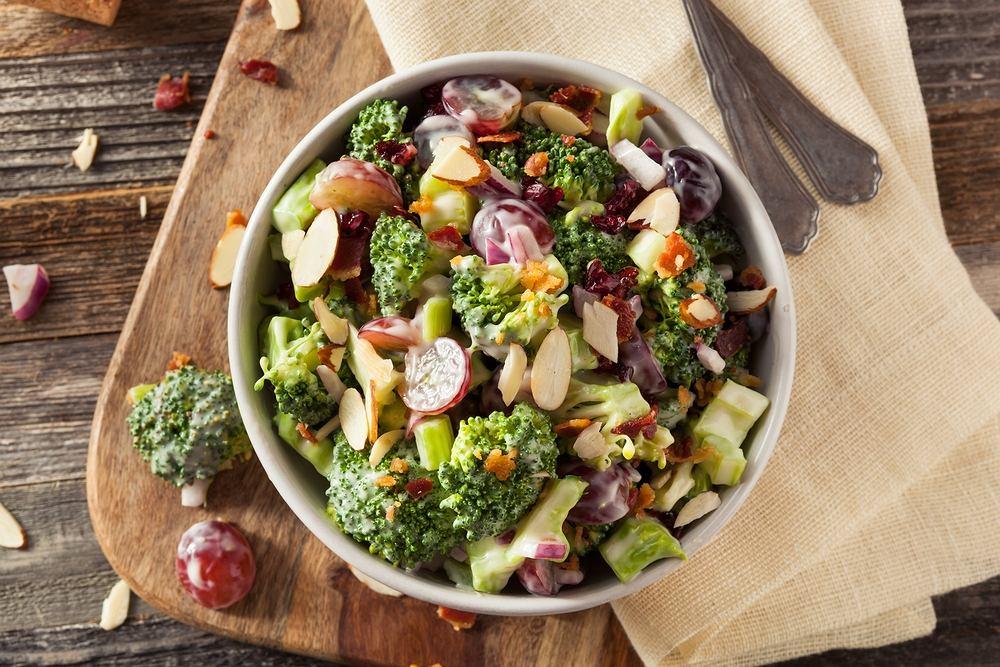 Fit sałatka z brokułami i winogronem