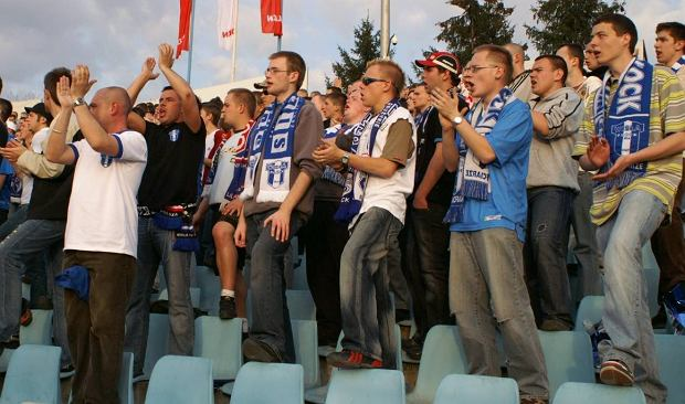 Mecz Wisła Płock - Legia Warszawa, 2007 rok. Kruszewski stoi w czarnej koszulce