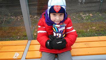 Adam Skowroński z Wrocławia. Gdy Adam skończył cztery lata, poszedł z mamą zbierać pieniądze na chore dzieci. Był bardzo przejęty, bo nie raz sam trafiał do szpitala
