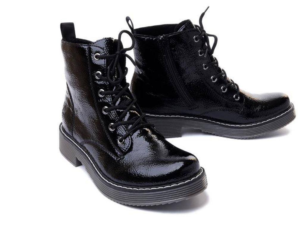 sznurowane botki