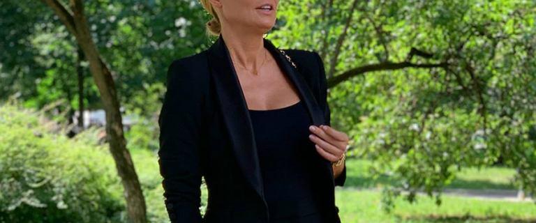 Małgorzata Rozenek w czarnym total looku. Garnitur od Zary wygląda naprawdę dobrze!