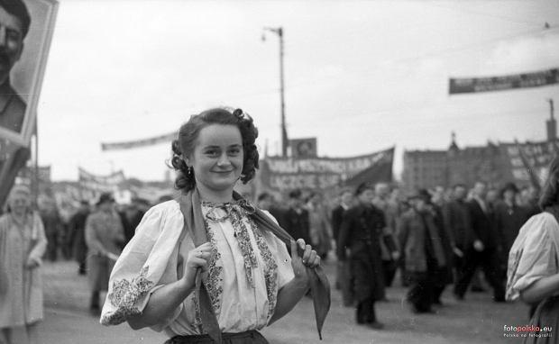 Zdjęcie numer 0 w galerii - Tak wyglądały pochody pierwszomajowe kilka lat po wojnie we Wrocławiu [ARCHIWALNE ZDJĘCIA]