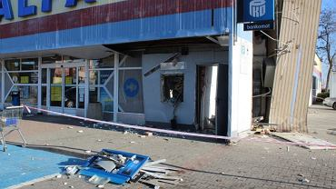 Lubin. Nieznani sprawcy wysadzili i okradli bankomat