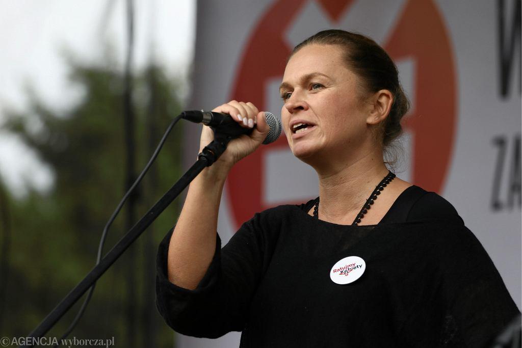 Barbara Nowacka ze stowarzyszenia Inicjatywa Polska na demonstracji w niedzielę.