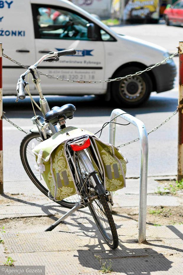 Przybyło rowerowych stojaków. Gdzie przypniesz rower?