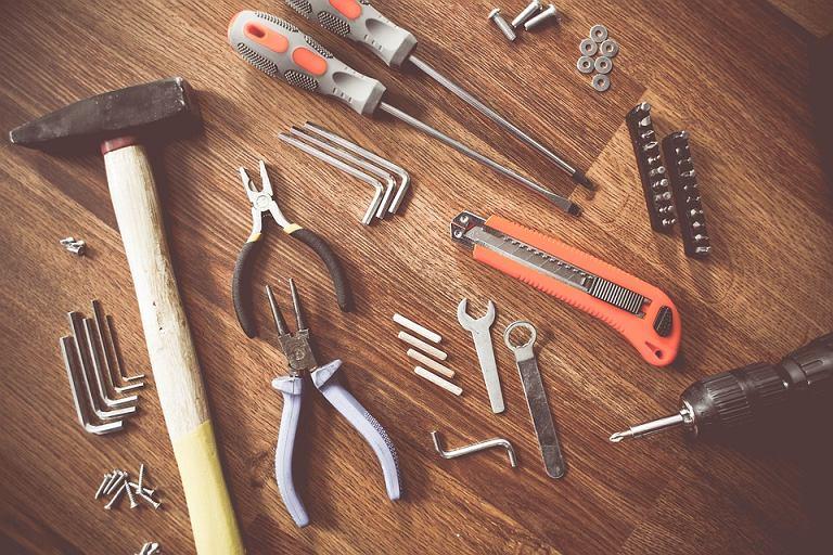 Zestaw swój zestaw narzędzi: jakie narzędzia warto mieć w domu?