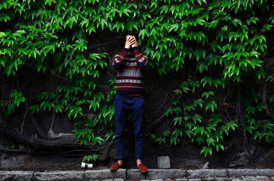 Davlat z Tadżykistanu (19l) - pozuje w kościele w centrum Sztokholmu. Został przemycony via Rosja cztery lata temu. Jego rodzina obawiała się, że na obczyźnie zrobią z niego niewolnika - gdyż podróżował