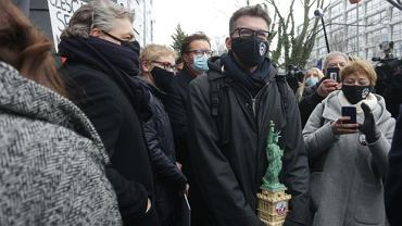 Sędzia Igor Tuleya nie stawił się na przesłuchanie w prokuraturze. Przed budynkiem prokuratury zorganizowano demonstrację poparcia dla sędziego.