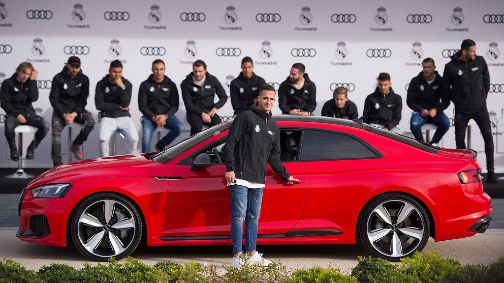 Zawodnicy Realu odbierają nowe Audi