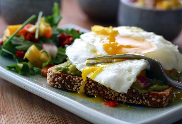 Ile białka powinniśmy jeść każdego dnia? Dietetyk wyjaśnia i podaje jego najlepsze źródła, a my mamy dla was przepisy