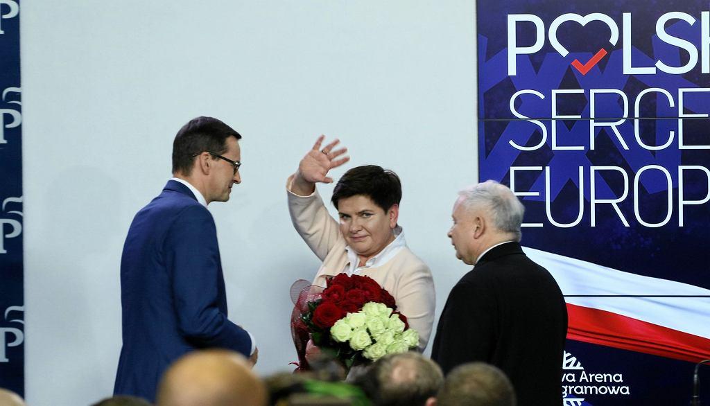 Mateusz Morawiecki, Beata Szydło i Jarosław Kaczyński. Wieczór wyborczy Prawa i Sprawiedliwości