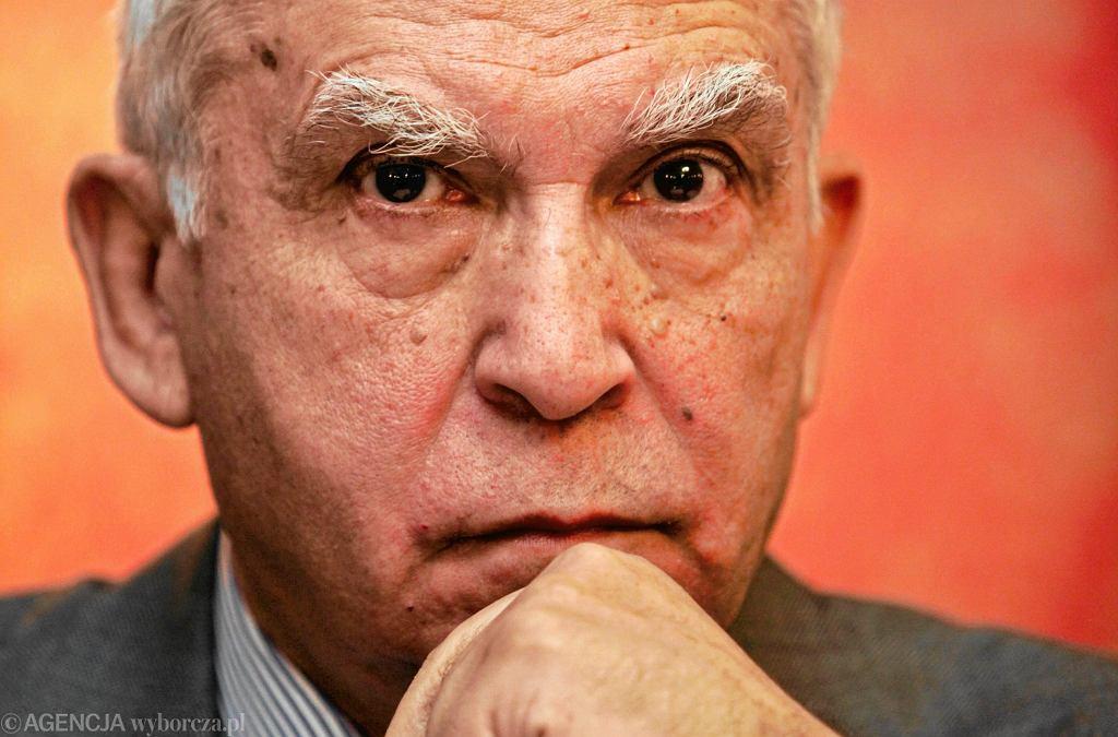 Adam Rotfeld: Dopóki w Rosji rządził Gorbaczow, a potem Jelcyn, wiele wskazywało na to, że Zachód będzie z nią mógł współpracować w sferze bezpieczeństwa. Jednak Już końcowe lata rządów Jelcyna sygnalizowały powrót Rosji do polityki z pozycji siły