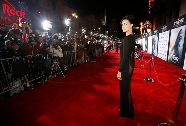 """Cast member Jaimie Alexander poses at the premiere of """"Thor: The Dark World"""" at El Capitan theatre in Hollywood, California November 4, 2013. The movie opens in the U.S. on November 8.   REUTERS/Mario Anzuoni  (UNITED STATES - Tags: ENTERTAINMENT)"""
