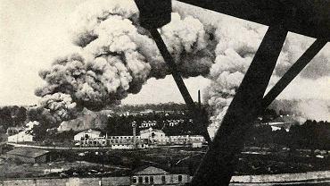 To zdjęcie przedstawiające Fort Bema płonący po zbombardowaniu 1 września 1939 r. pojawi się dziś w aplikacji na smartfony przygotowanej na 75. rocznicę wybuchu wojny AUTOR FOTO: DSH/Fundacja Warszawa1939.pl