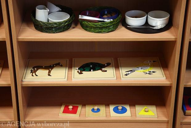 Po każdym użyciu zabawek lub innych sprzętów przez dziecko należy je umyć i zdezynfekować (chyba, że jest tyle zabawek, że każde dziecko bawi się inną)