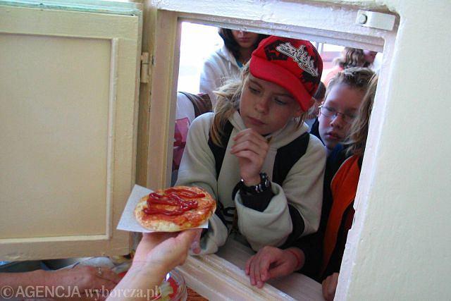 Sklepik szkolny w Gorzowie Wielkopolskim - niedługo po zdrobieniu zdjęcia został zamknięty. Zastąpił go bufet ze zdrowym jedzeniem