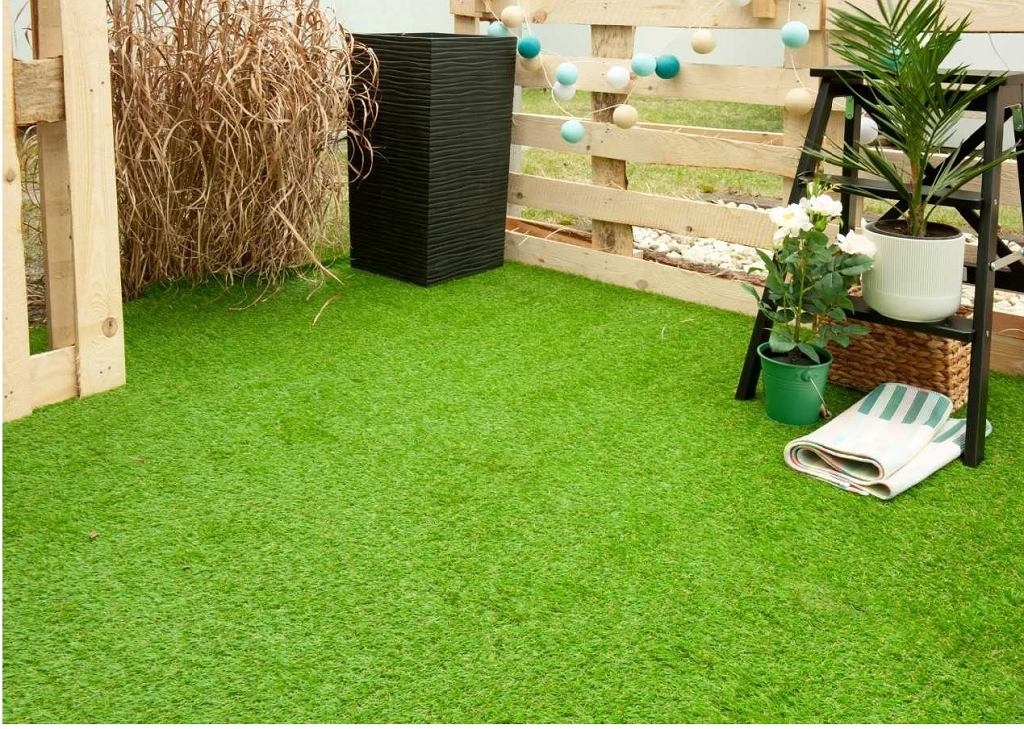 Trawa syntetyczna tworzy efektowną i miękką płaszczyznę zieleni