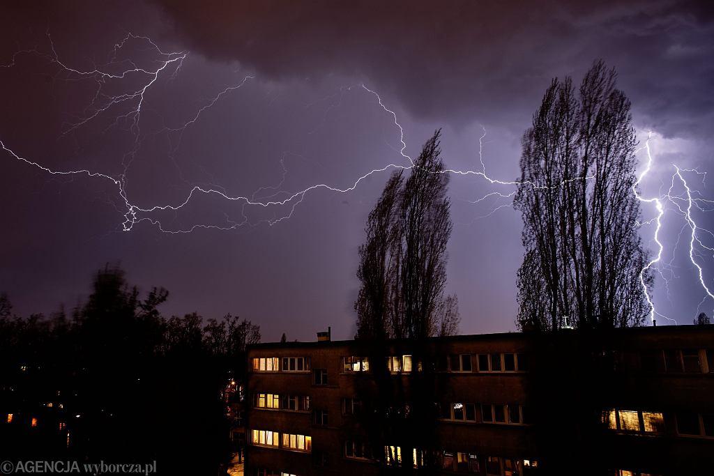 Nad Polską przechodzą groźne burze. Zdjęcie ilustracyjne