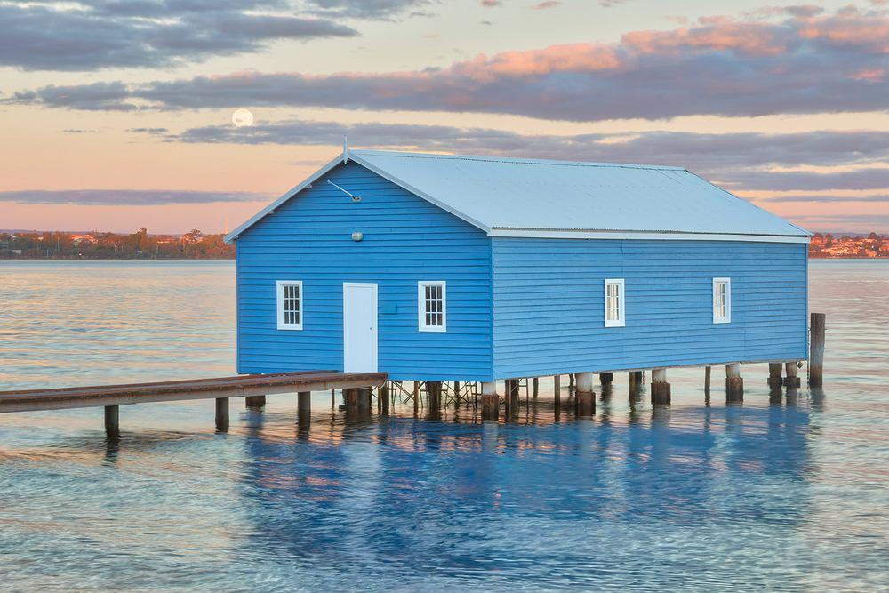 W mieście Perth w Australii powstała wyjątkowa publiczna toaleta, Crawley Edge Boat Shed. Bardzo szybko stała się atrakcją turystyczną
