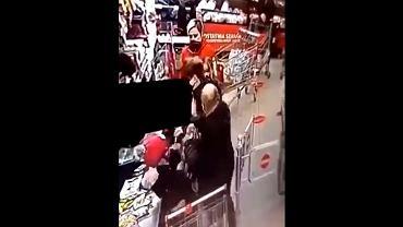 Leszno. 48-letni mężczyzna dwukrotnie uderzył kobietę, która zwróciła mu uwagę na brak maseczki