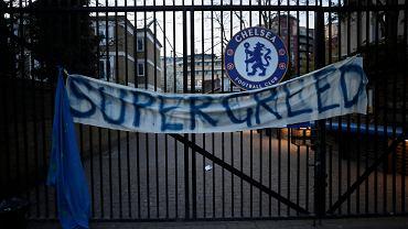 'Superchciwość' - transparent wywieszony przez kibiców Chelsea