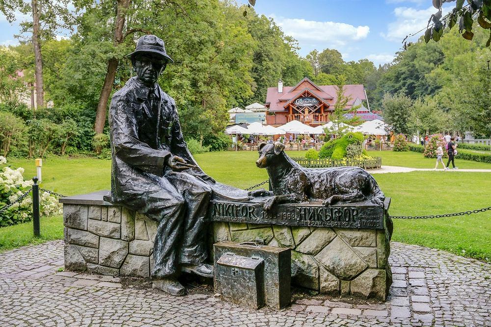 Pomnik Nikifora Krynickiego w Krynicy-Zdroju. Zdjęcie ilustracyjne