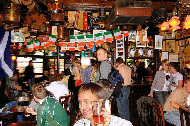 piwo, alkohol, Piwo: królewska pinta w londyńskim pubie, Pub The Churchill Arms