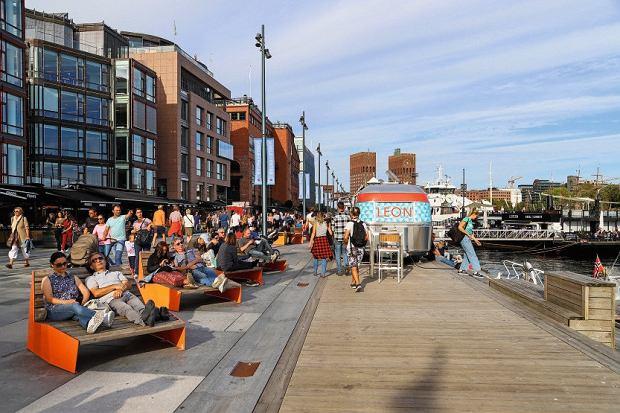 Zagłębie knajpek, barów, kawiarni iklubów - tereny postoczni Aker Brygge