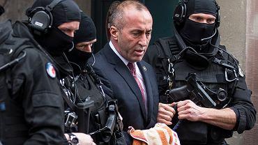 Ramush Haradinaj (w centrum), były premier Kosowa, zdj. z 2017 roku