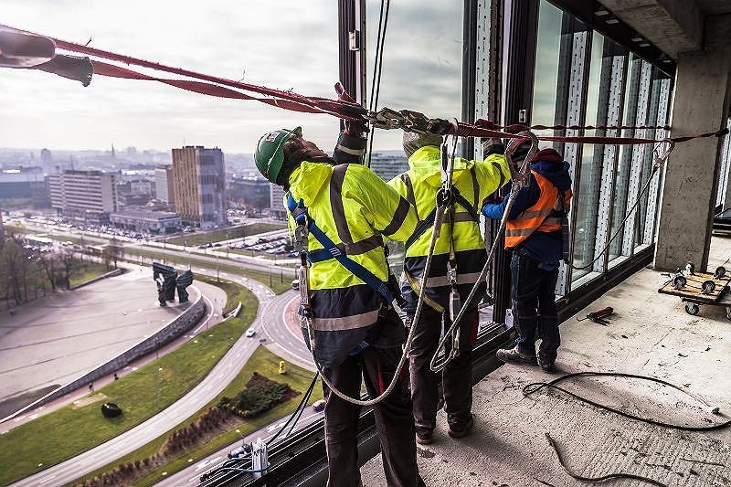 Zdecydowanie największy udział (25 proc.) wśród fachowców najbardziej poszukiwanych na rynku pracy mają zawody budowlane.