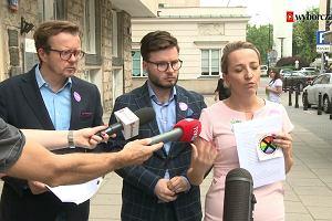 """""""Strefa wolna od LGBT"""". Sąd zakazał dystrybucji homofobicznej naklejki"""